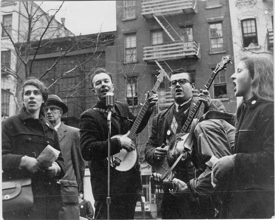 Pete Seeger performs at NY Sane Easter Rally, April 2, 1961